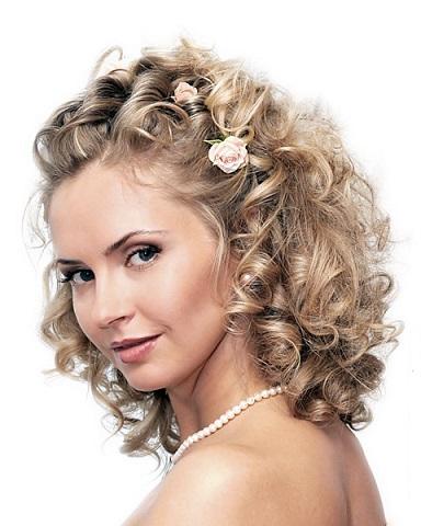 Самі красиві зачіски на фото - середня довжина волосся.