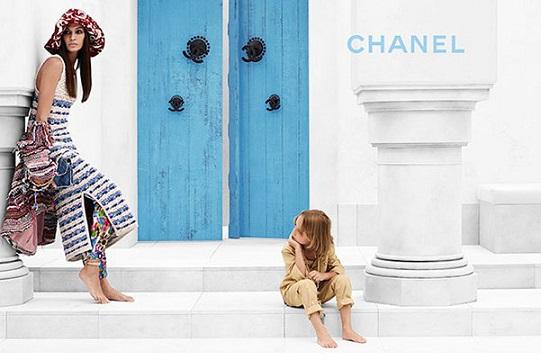 Джоан Смоллс і Хадсон Кроніг рекламують круїзну колекцію відомого Chanel