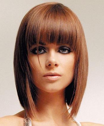 Стильна зачіска на фото для середнього волосся