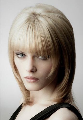 Зачіска стильна для волосся середньої довжини