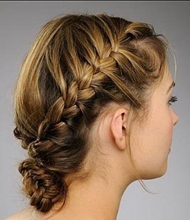 Колоскові зачіски на яскравому фото.