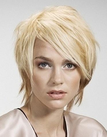 Світлини зачісок і стрижок в модному стилі.