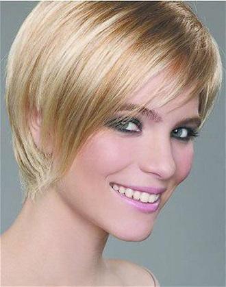 Зачіски в яскравому стилі на коротке волосся.