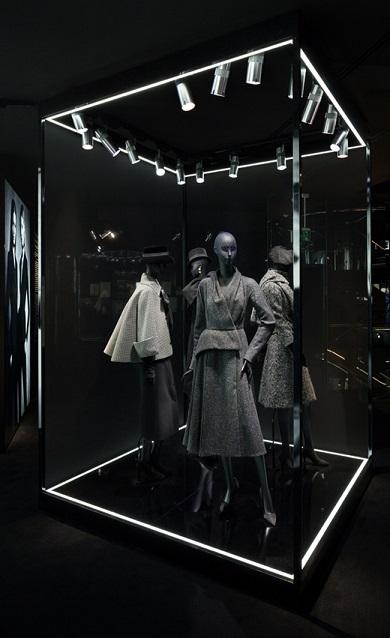 Ретроспективна виставка Esprit Dior в Токіо