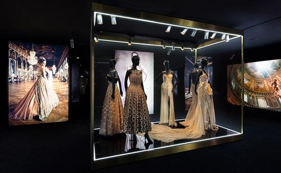 Колекція виставки Esprit Dior на фото.
