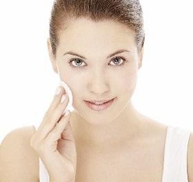 Чистка обличчя або домашня косметологія.