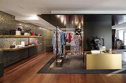 Магазин Chanel відкрився новий.