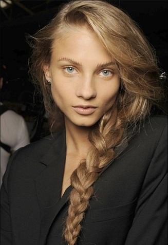 В моді будуть зачіски з плетінням у 2015 році - фото