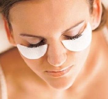 Як позбутися мішків під очима, яка причина появи?