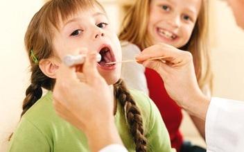 Болить у дитини горло, що робити?