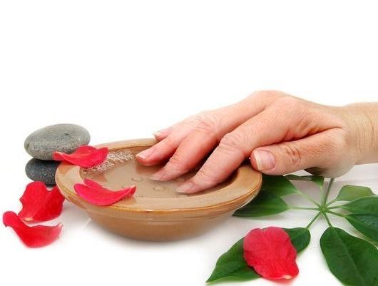 Відшаровуються нігті на руках
