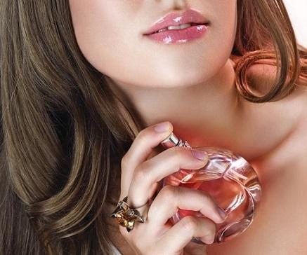 Як правильно наносять парфуми?