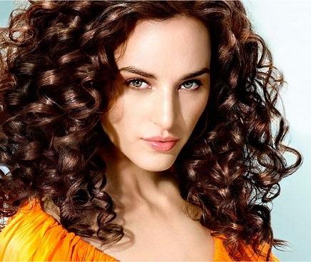 Зачіска для повної жінки.