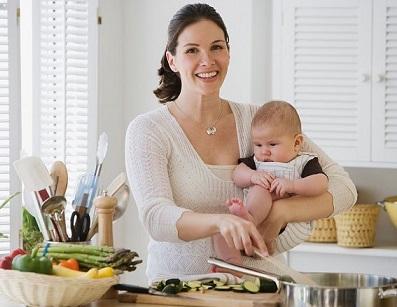 Як потрібно харчуватися молодій матері?