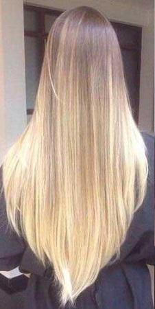 Довге волосся.