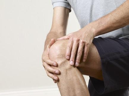 Чому хрумтять коліна і що робити?