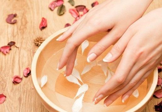 Рецепти домашніх ванночок для нігтів.